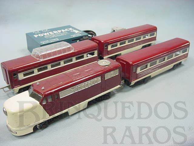 Brinquedo antigo Conjunto completo com locomotiva diesel PA e três Carros de Passageiros Acompanha transformador e trilhos Década de 1960