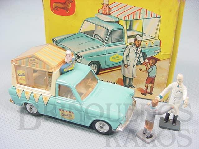 Brinquedo antigo Walls Ice Cream Van on Ford Thames Com duas Figuras.