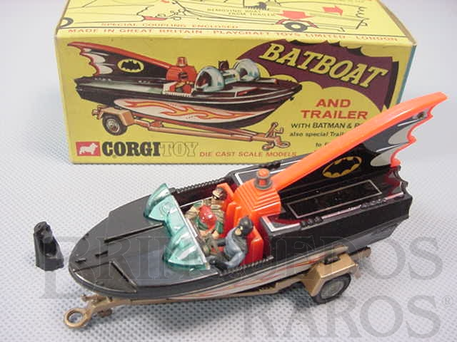 Brinquedo antigo Lancha do Batman Batboat and Trailer completo com figuras e adaptador Ano 1966