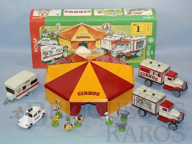 Brinquedo antigo Conjunto de Circo completo com Tenda dois Caminhões um Trailer um Volkswagen sedan Palhaço e seis Animais de madeira