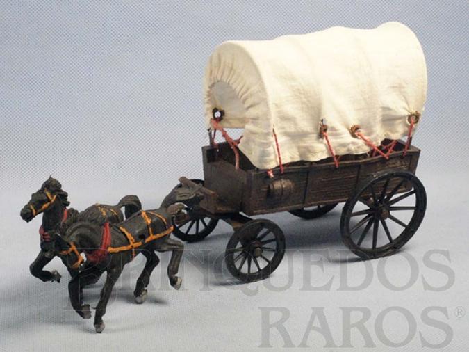 Brinquedo antigo Carroça com cobertura e dois cavalos Década de 1970