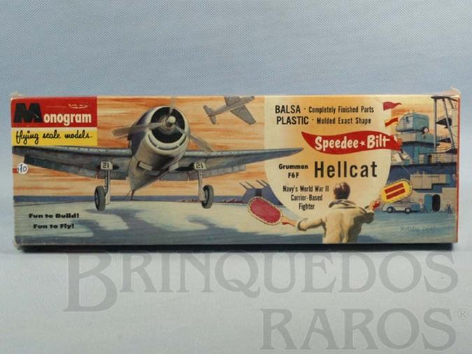 Brinquedo antigo Avião Grumman F6F Hellcat com peças em madeira balsa e plástico Caixa lacrada Década de 1950