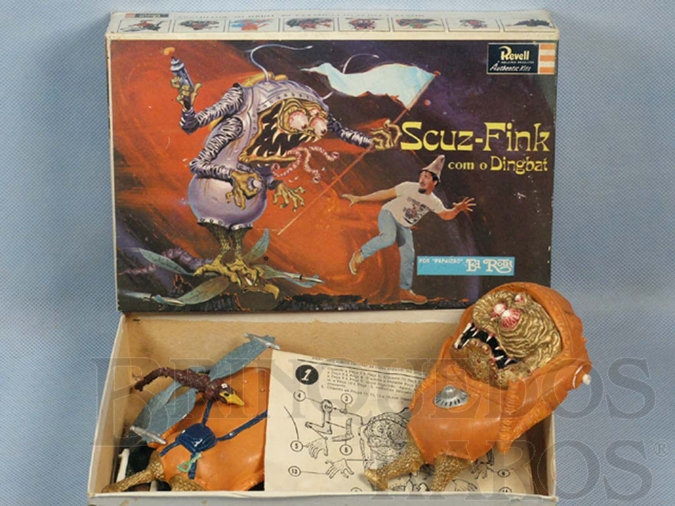 Brinquedo antigo Monstro Scuz Fink pintado completo sem montar Ed Roth Década de 1960