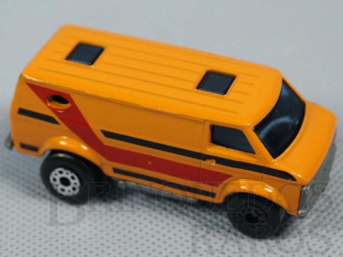 Brinquedo antigo Chevy Van Superfast amarela com faixa vermelha