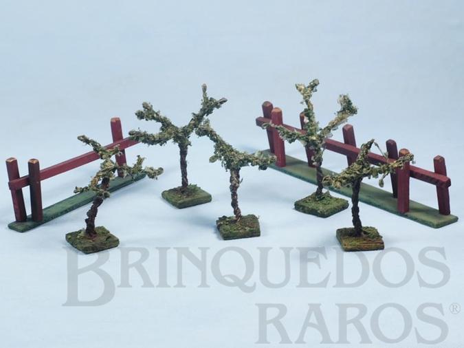 Brinquedo antigo Conjunto com 5 árvores e duas cercas Batalha do Tuiutí Década de 1960