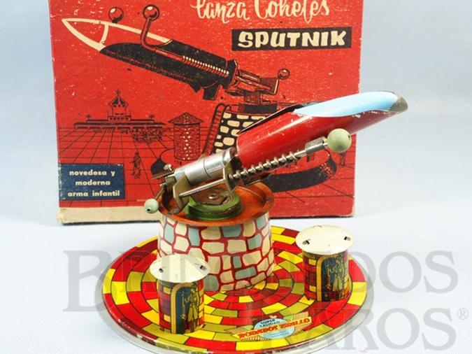 Brinquedo antigo Lançador de Foguetes Sputnik com 15,00 cm de altura Década de 1960