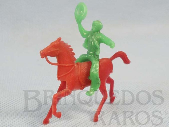 Brinquedo antigo Cowboy montado a cavalo Década de 1960