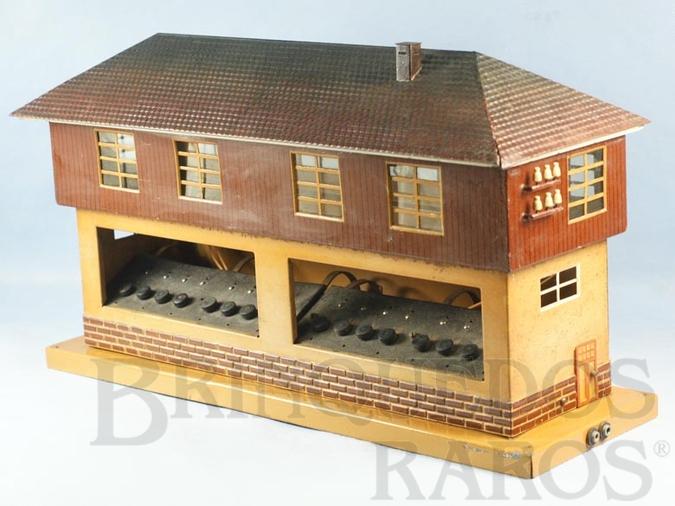 Brinquedo antigo Cabine de Comando com 45,00 cm de comprimento e 23,00 cm de altura Bitola 1 Numero 13728:16 Saída para 16 Desvios Década de 1930