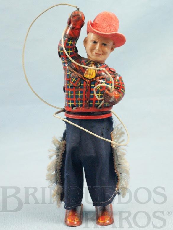 Brinquedo antigo Cowboy com Laço 23,00 cm de altura Roupa de tecido Corpo de lata e cabeça de Celuloide Década de 1950