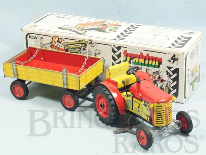 Brinquedo antigo Trator Agrícola Zetor e Carreta 33,00 cm de comprimento Câmbio com 3 marcha para frente e uma ré Década de 1990