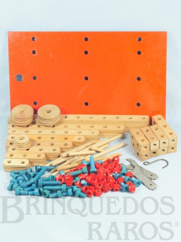 Brinquedo antigo Conjunto de Montar Monte-Bras caixa número 4 completa com 162 peças e Base de Madeira Década de 1960