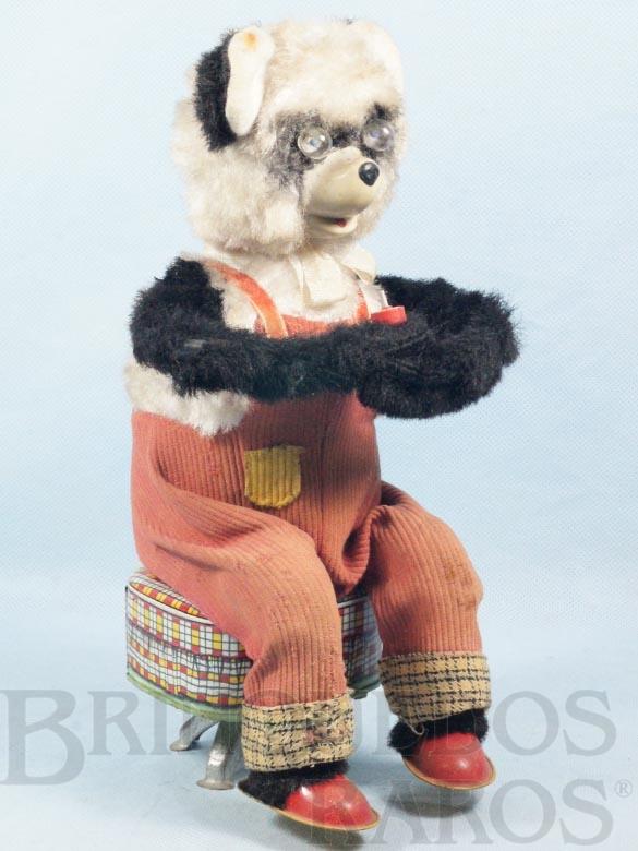 Brinquedo antigo Urso Panda sentado tocando Apito com 28,00 cm de altura Década de 1960