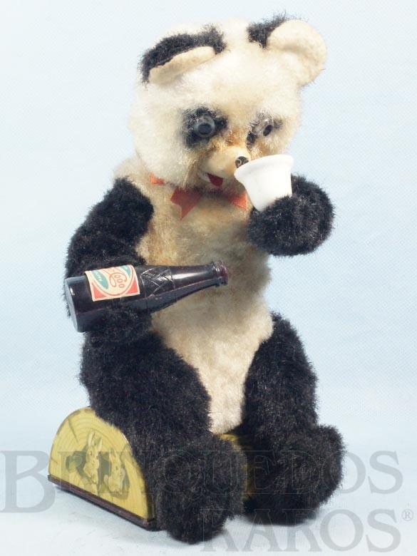 Brinquedo antigo Urso Panda sentado bebendo refrigerante com  28,00 Cm de altura Década de 1960
