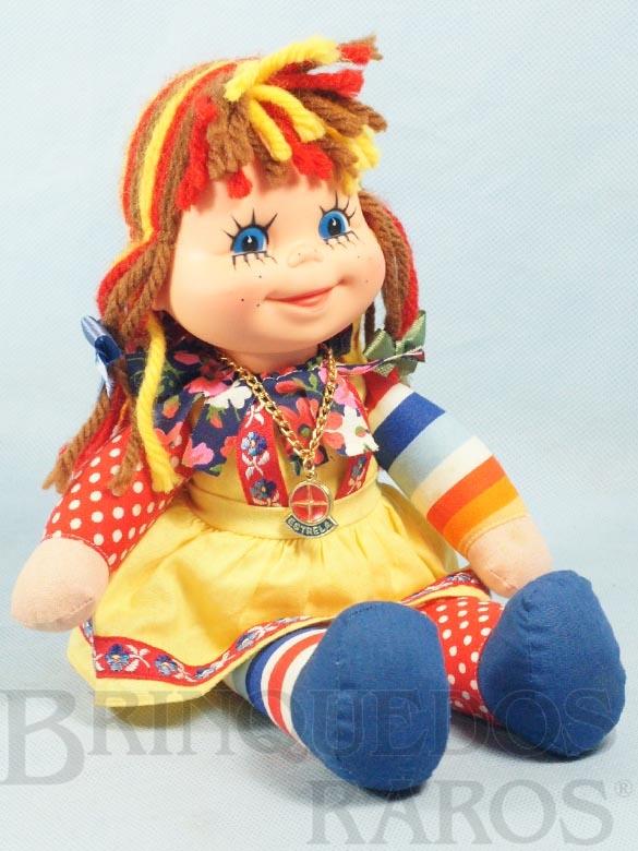 Brinquedo antigo Boneca Emília Sítio do Pica Pau Amarelo com 32,00 Cm de altura Suspensórios vermelhos Ano 1980