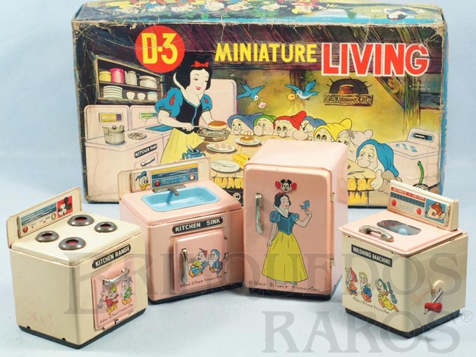 Brinquedo antigo Conjunto de quatro peças Cozinha da Branca de Neve Miniature Living Walt Disney Ano 1967