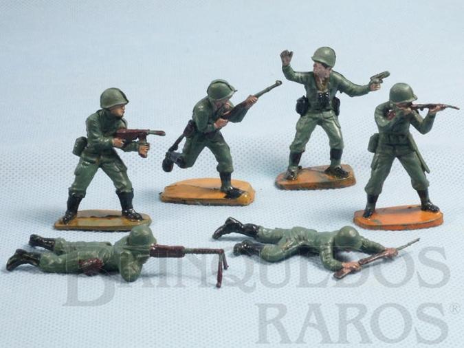 Brinquedo antigo Conjunto completo de 6 Soldados com Uniforme da Segunda Guerra Mundial Década de 1970