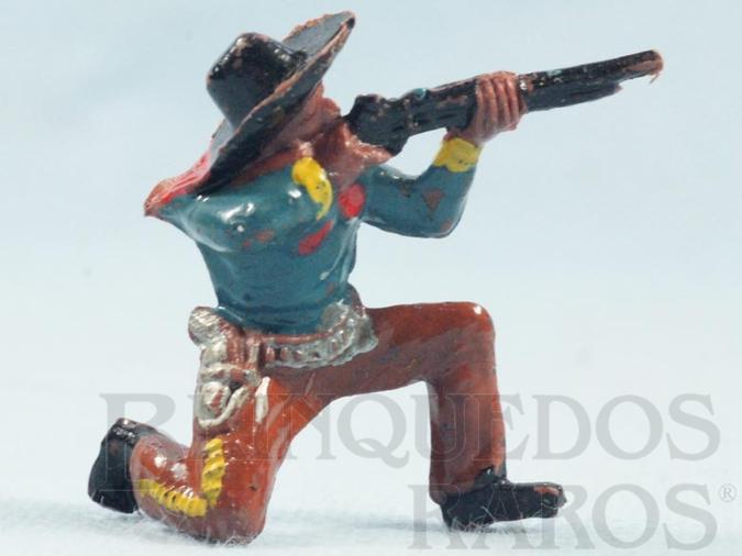 Brinquedo antigo Cowboy ajoelhado atirando com rifle Casablanca numerado 18 Década de 1960