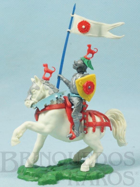 Brinquedo antigo Cavaleiro Medieval a cavalo com Estandarte e Escudo Série Swoppet Knights completo Perfeito estado Década de 1960