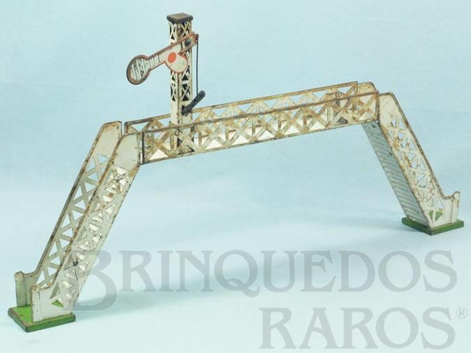 Brinquedo antigo Passarela com sinaleiro de linha 28,00 cm de altura Bitola O Década de 1930