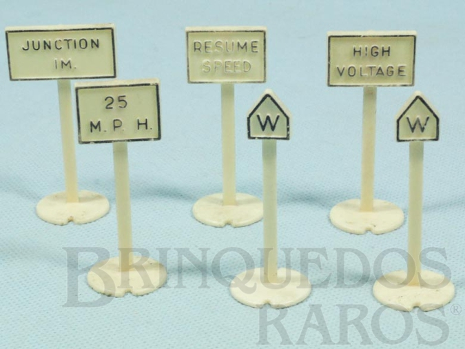 Brinquedo antigo Placas de sinalização diversas 7,00 cm de altura Série Plasticville Década de 1960 Preço por unidade