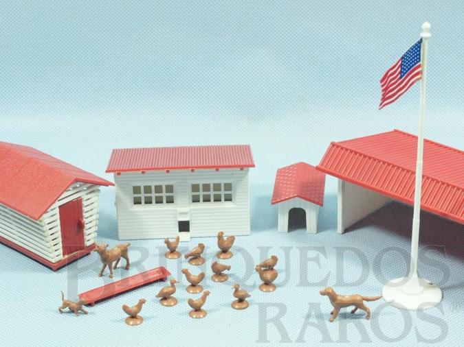 Brinquedo antigo Conjunto de Construções Rurais com 14 Animais Domésticos Série Plasticville Ano 1952