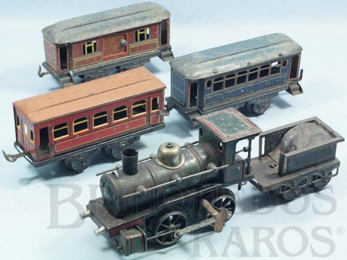 Brinquedo antigo Conjunto de Locomotiva e três Carros de Passageiros a Locomotiva apresenta breque e movimentos para frente e para trás Década de 1910
