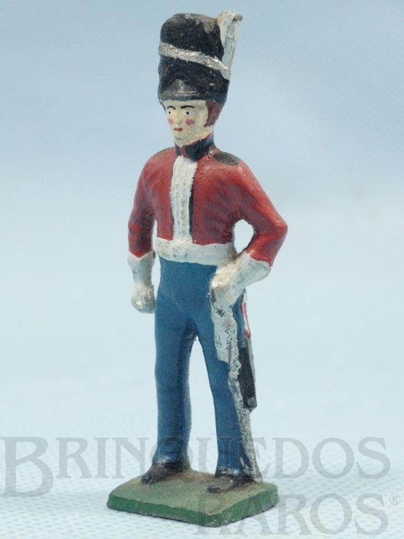 Brinquedo antigo Soldado Inglês da Cavalaria em Uniforme de Gala Século XIX Década de 1950