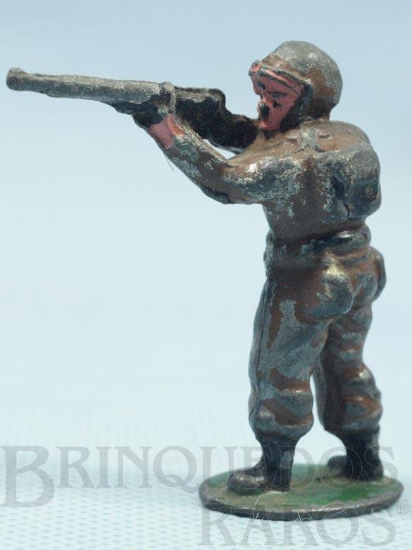 Brinquedo antigo Soldado Americano Segunda Guerra atirando com Fuzil Década de 1970