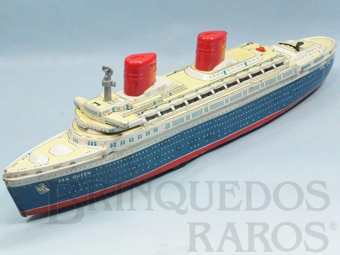 Brinquedo antigo Transatlântico Sea Queen com 47,00 cm de comprimento Acende as Chaminés e toca música enquanto navega Década de 1960
