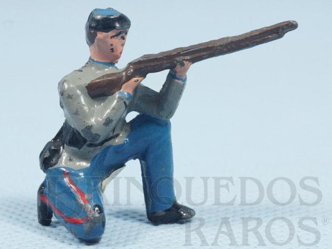 Brinquedo antigo Soldado Confederado ajoelhado atirando com fuzil Década de 1970