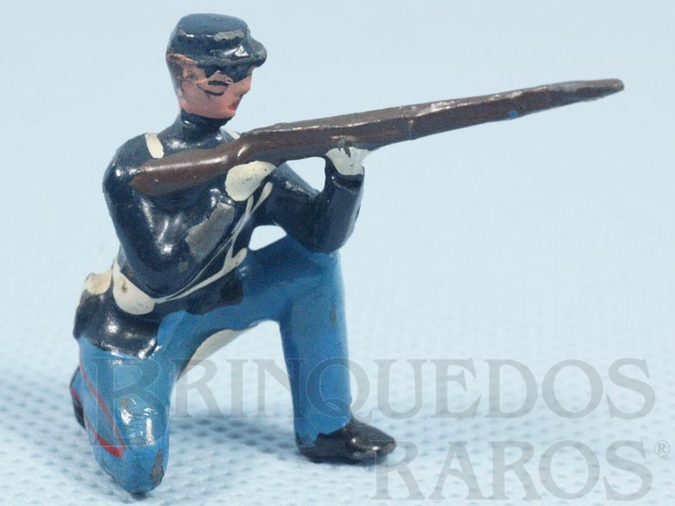 Brinquedo antigo Soldado da União ajoelhado atirando com fuzil Década de 1970