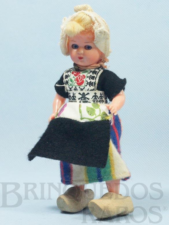 Brinquedo antigo Boneca com traje típico da Holanda 15,00 cm de altura Roupa de tecido Sapatos de madeira Década de 1970