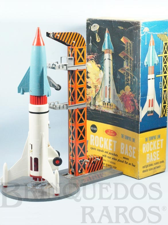 Brinquedo antigo Conjunto de Foguete com 56,00 cm de altura e Torre de Lançamento de lata Distribuído exclusivamente pela Sears americana Década de 1960