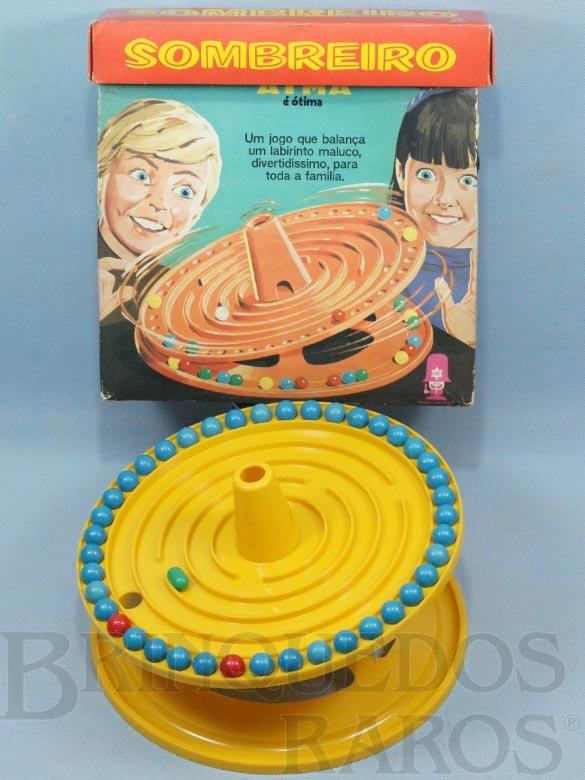 Brinquedo antigo Jogo Sombreiro completo com 41 bolas e uma Cápsula Década de 1970