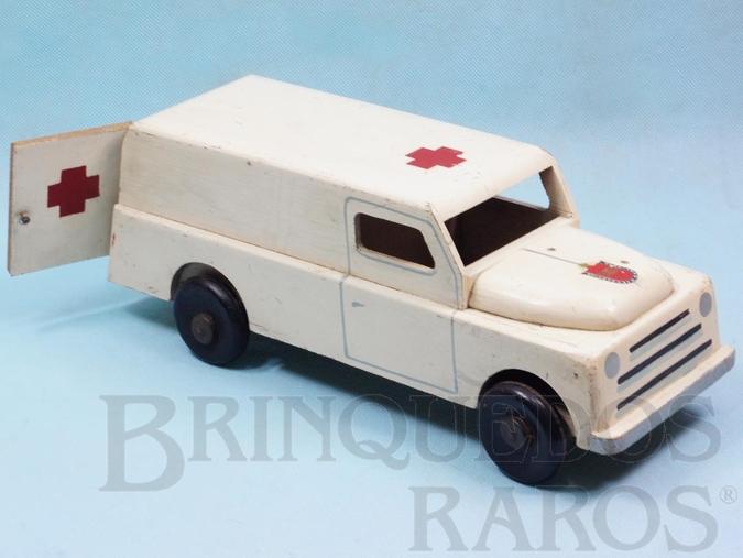 Brinquedo antigo Ambulância com Sirene porta de abrir e rodas de madeira 32,00 cm de comprimento Ano 1953