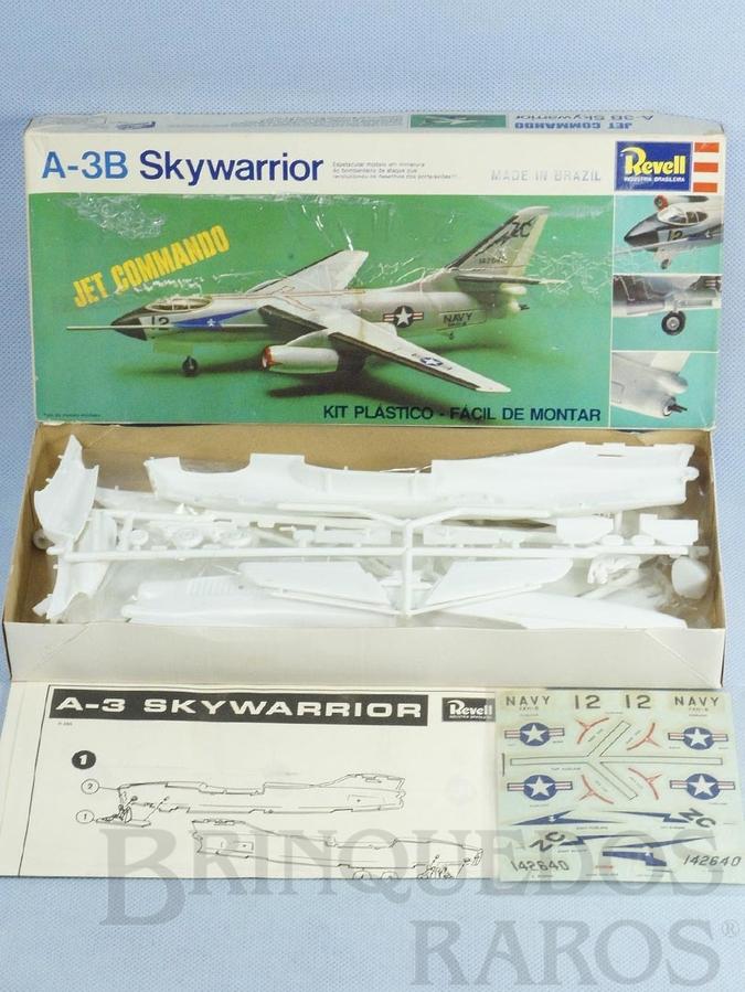 Brinquedo antigo Avião Douglas A-3B Skywarrior caixa mole Década de 1970