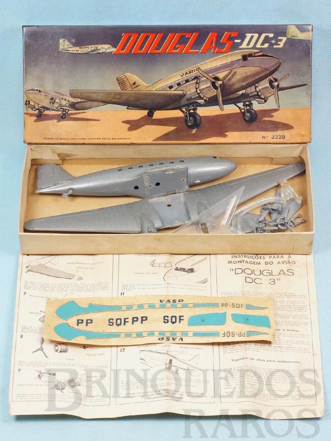 Brinquedo antigo Avião McDonnell Douglas DC-3 da VASP Kit parcialmente montado Década de 1960