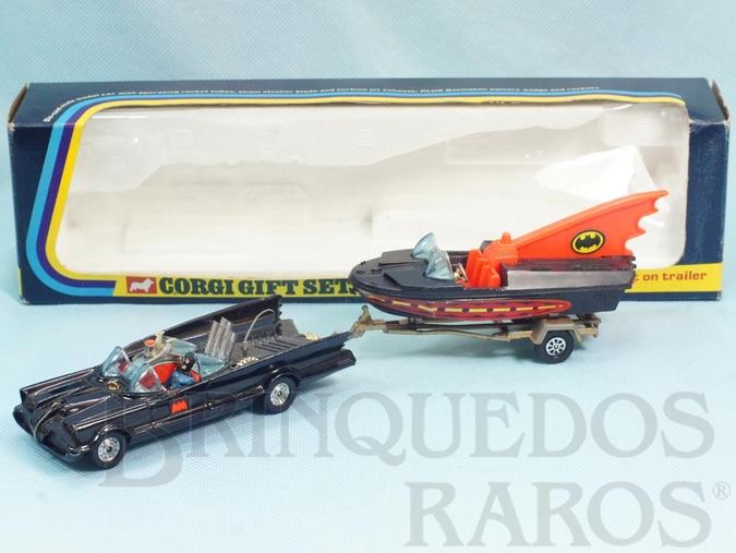 Brinquedo antigo Batman Gift Set Batmobile whit Batboat Batmóvel com Batlancha ultima versão falta a figura do Robin Ano 1977 a 1981