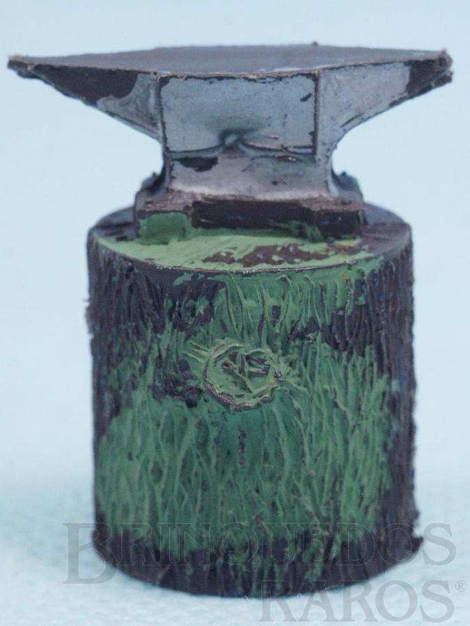 Brinquedo antigo Bigorna com 3,5 cm de altura Série Fazenda Chaparral Década de 1970