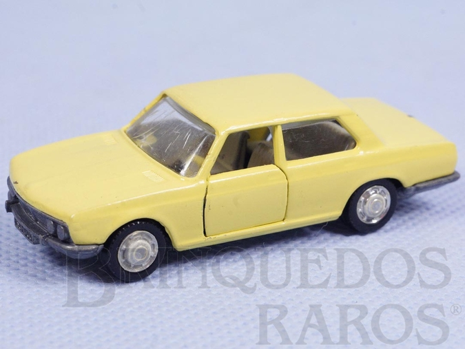 Brinquedo antigo BMW 2800 amarela
