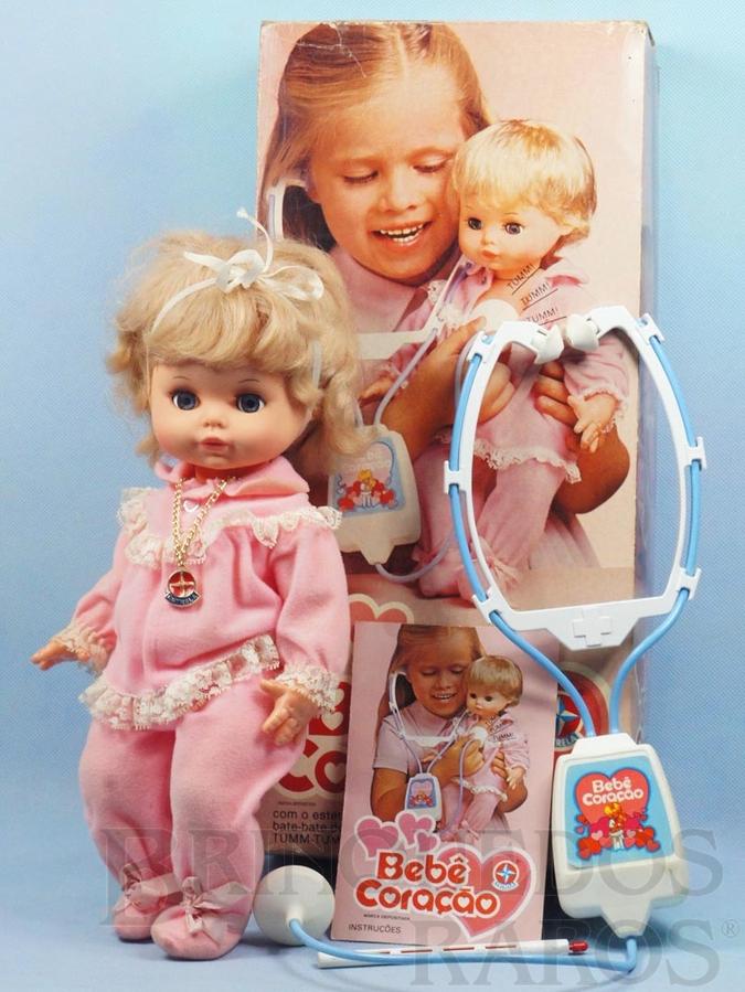 Brinquedo antigo Boneca Bebe Coração com 35,00 cm de altura Completa com Estetoscópio e Termômetro Ano 1978