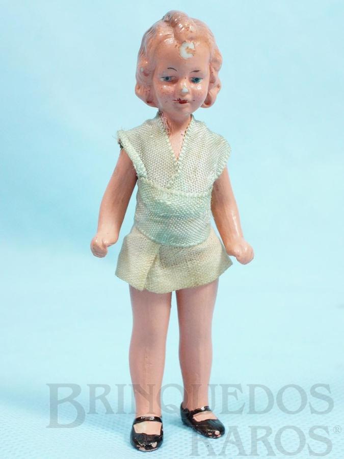 Brinquedo antigo Boneca com 10,00 cm de altura Roupa de tecido Década de 1930