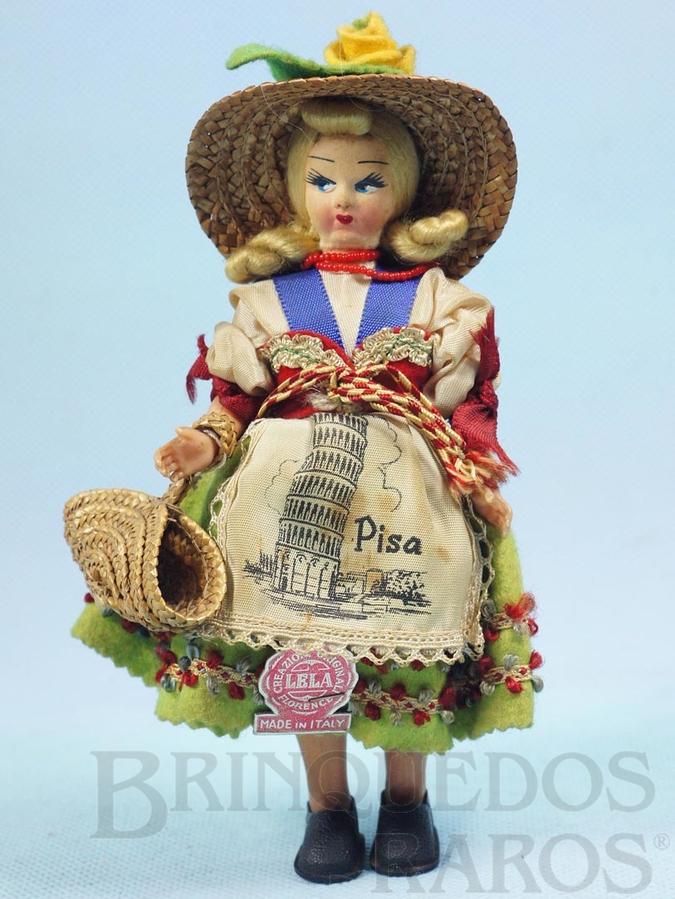 Brinquedo antigo Boneca com 17,00 cm de altura Traje típico da cidade de Pisa Itália Cabeça de massa com corpo de plástico rígido Olhos pintados Década de 1960