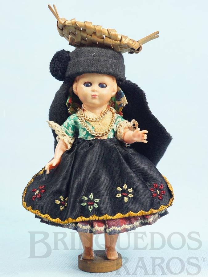Brinquedo antigo Boneca com 17,00 cm de altura Traje típico Italiano Cabeça e corpo de plástico rígido Olhos de dormir Década de 1960