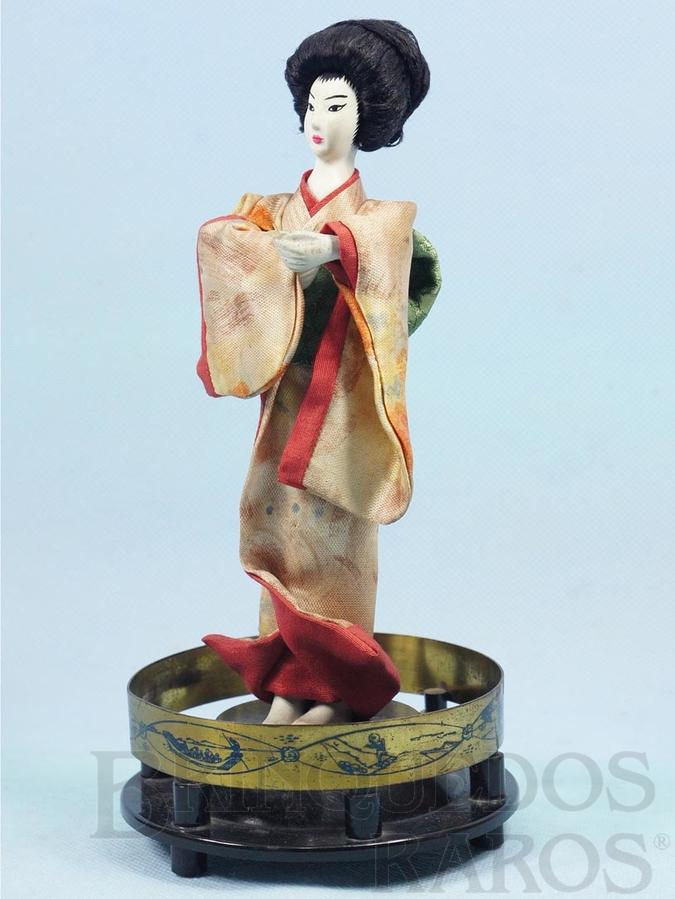 Brinquedo antigo Boneca com 19,00 cm de altura Traje típico japonês Cabeça mãos e pés de plástico rígido Olhos pintados Década de 1950