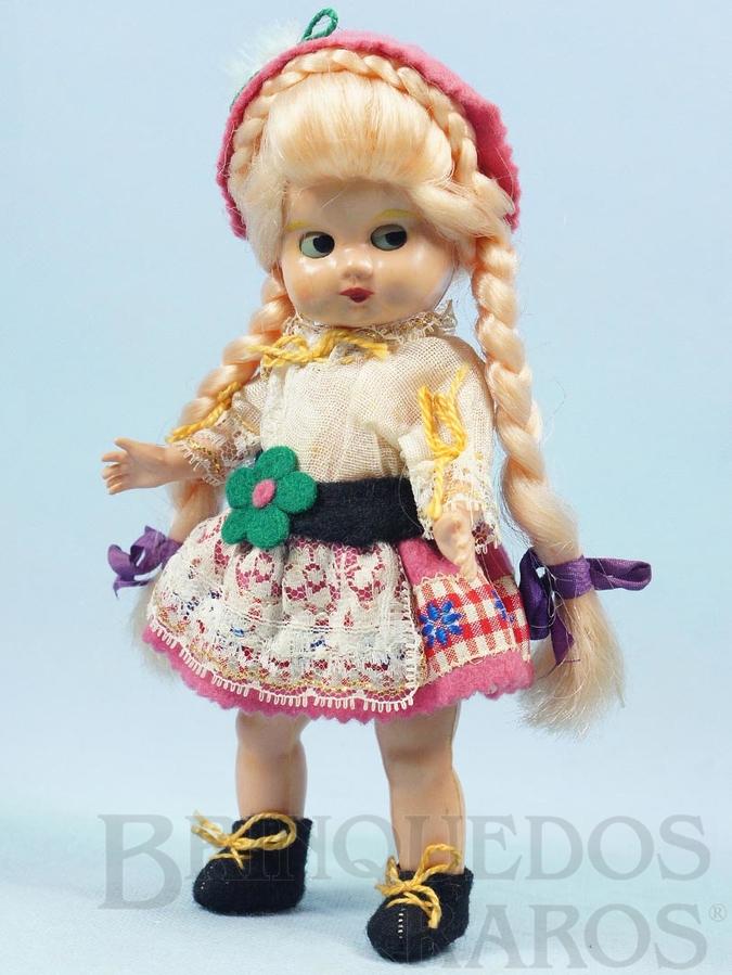 Brinquedo antigo Boneca com 22,00 cm de altura Traje típico suíço Cabeça e corpo de plástico rígido Olhos de dormir Década de 1960
