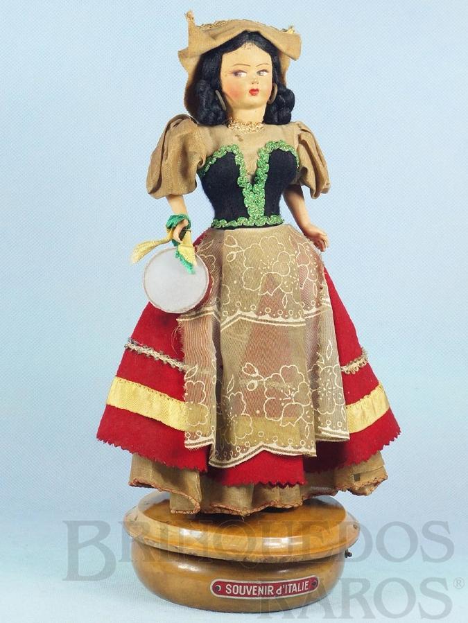 Brinquedo antigo Boneca com 32,00 cm de altura Traje típico italiano Rosto de massa e corpo de plástico Olhos pintados Caixa de Música Suíça Melodia Fontana di Trevi Década de 1960