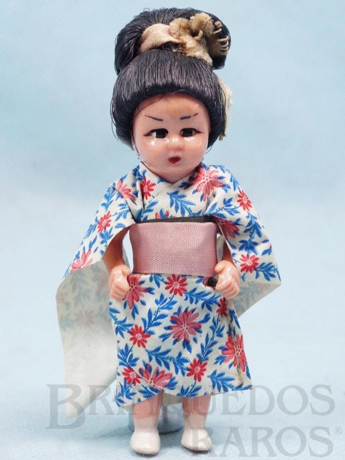 Brinquedo antigo Boneca com 8,00 cm de altura Kimono Japonês de tecido plástico Olhos de dormir Cabelo de Nylon Década de 1970