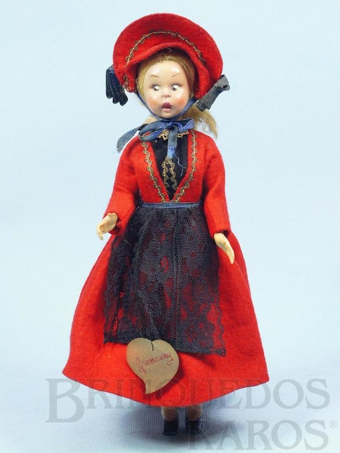 Brinquedo antigo Boneca com traje típico de Gressoney Itália com 24,00 cm de altura Rosto de massa e Roupa de Feltro Década de 1950