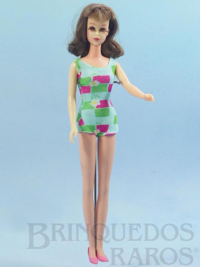 Brinquedo antigo Boneca Francie prima da Barbie versão Morena com com 28,00 cm de altura Era vendida com essa apresentação; vestindo um traje de praia Ano 1966 Para maiores informações sobre essa Boneca veja Coleções.